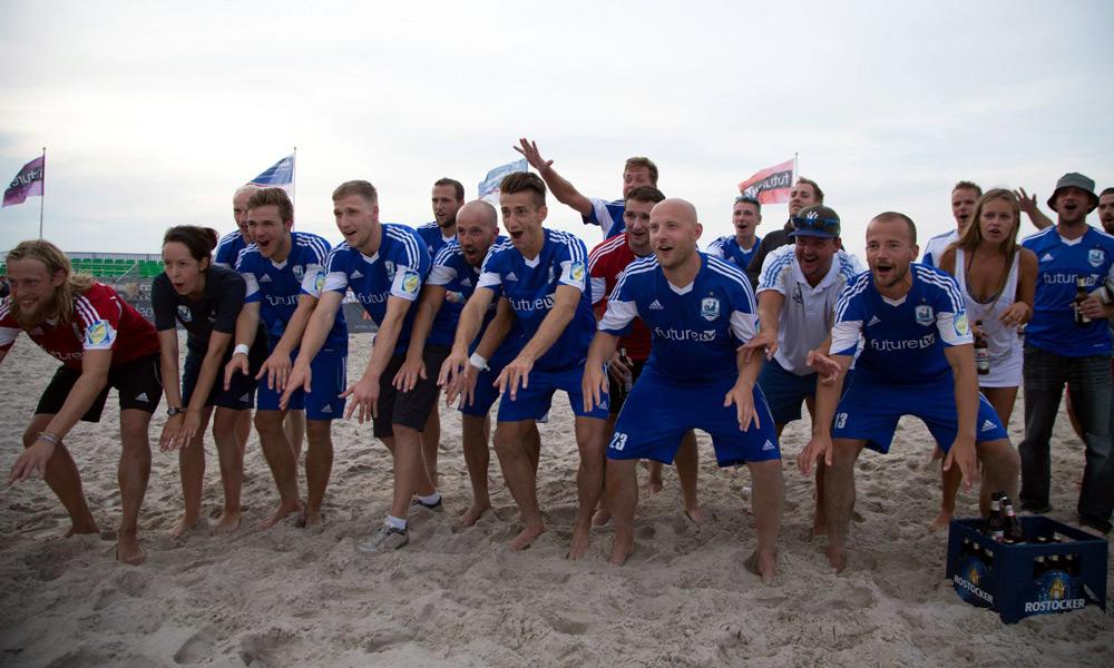 Die Welle bei der Pokalübergabe. Foto: Baltic Foto