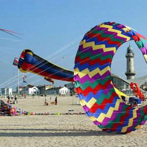 Drachenfest am Strand von Warnemünde. Foto: Joachim Kloock
