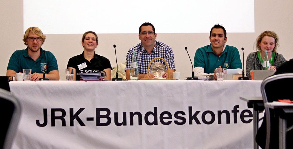 Die JRK-Bundesleitung mit Matthias Rimane (zweiter von rechts) in neuer Funktion. Foto: Debatin / DRK