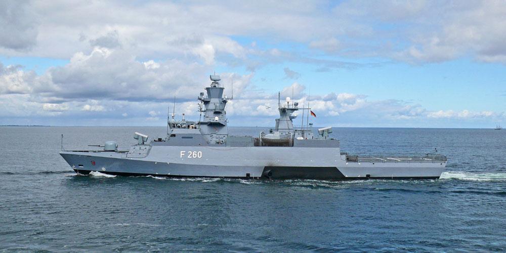 Korvette Braunschweig vor Warnemünde. Foto: Marine