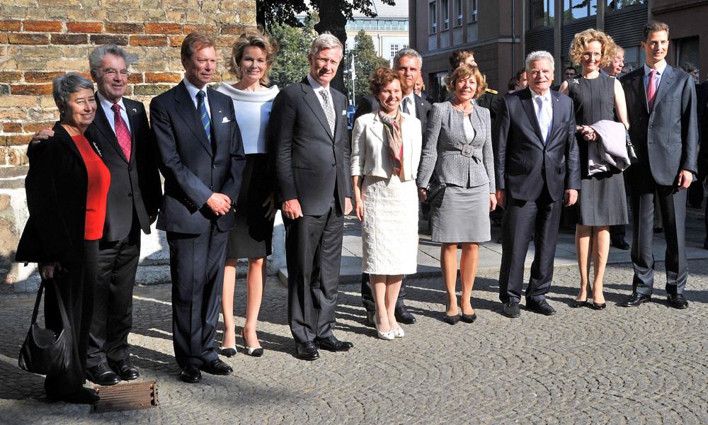 Bundespräsident Joachim Gauck beim Staatsbesuch vor der Marienkirche in Rostock. Foto: Joachim Kloock
