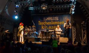 Taschenlampenkonzert mit dem Musiktheater Rumpelstil im Zoo Rostock. Foto: Jens Schröder