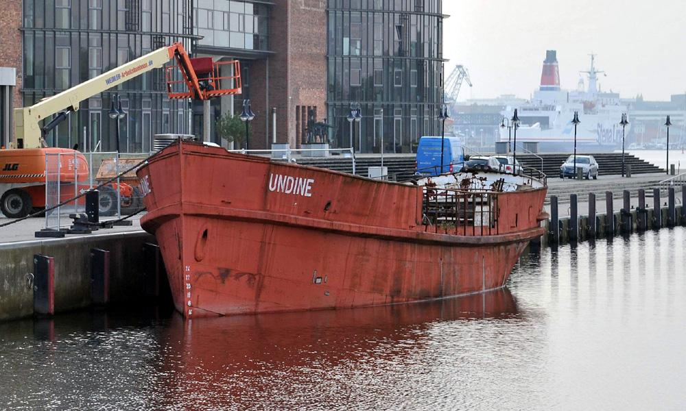 Undine an der Silohalbinsel im Stadthafen von Rostock. Foto: Joachim Kloock