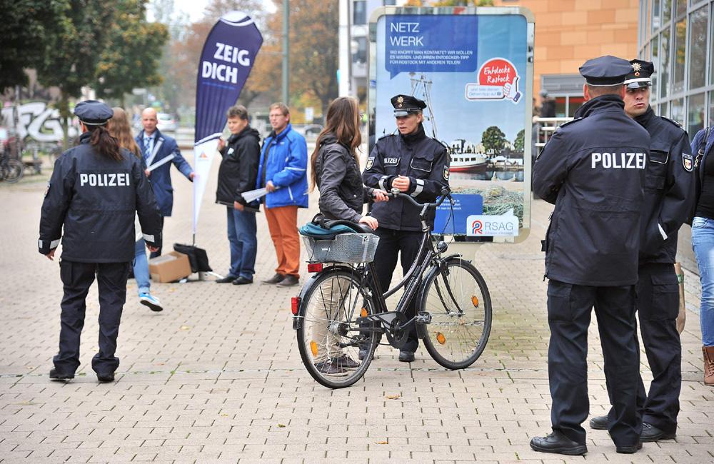 "Aktion ""Zeig Dich!"" in Rostock.Foto: Joachim Kloock"