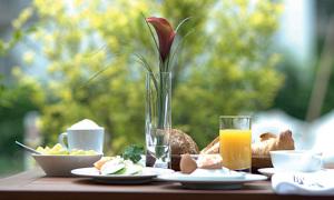 Langschläferfrühstück im Park-Hotel Hübner in Warnemünde