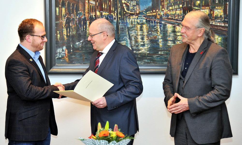 Übergabe der Ernennungsurkunde an Senator Steffen Bockhahn im Rathaus Rostock. Foto: Joachim Kloock