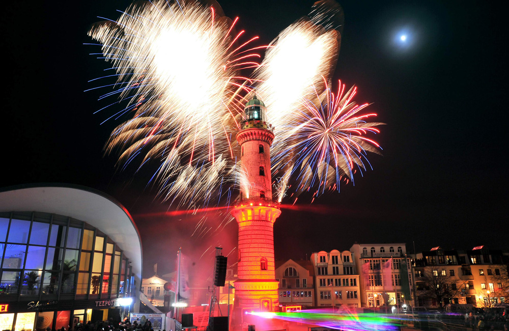 Warnemünder Turmleuchten 2015. Foto: Joachim Kloock