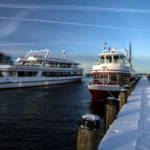 Fahrgastschiffe im Alten Strom von Warnemünde. Foto: Jens Schröder