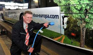 Durch den Elektroantrieb ist der Bus leise, nahezu feinstaubfrei und ohne CO2 -Emissionen unterwegs. Foto: Joachim Kloock
