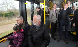 Der Elektrobus ist mit 33 Sitz- und 64 Stehplätzen ähnlich groß wie ein herkömmlicher Dieselbus. Foto: Joachim Kloock