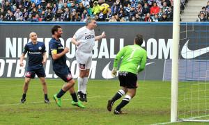 Nicht jeder Schuss ein Treffer - Fußballgott Timo Lange verfehlt. Foto: Joachim Kloock