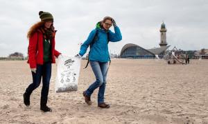 2. Beach CleanUp am Strand von Warnemünde. Foto: Matthias Marx
