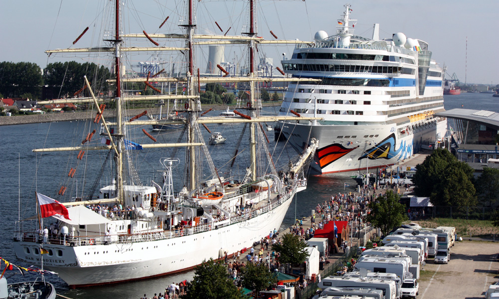 AIDAmar zur Hanse Sail in Warnemünde. Foto: Martin Schuster