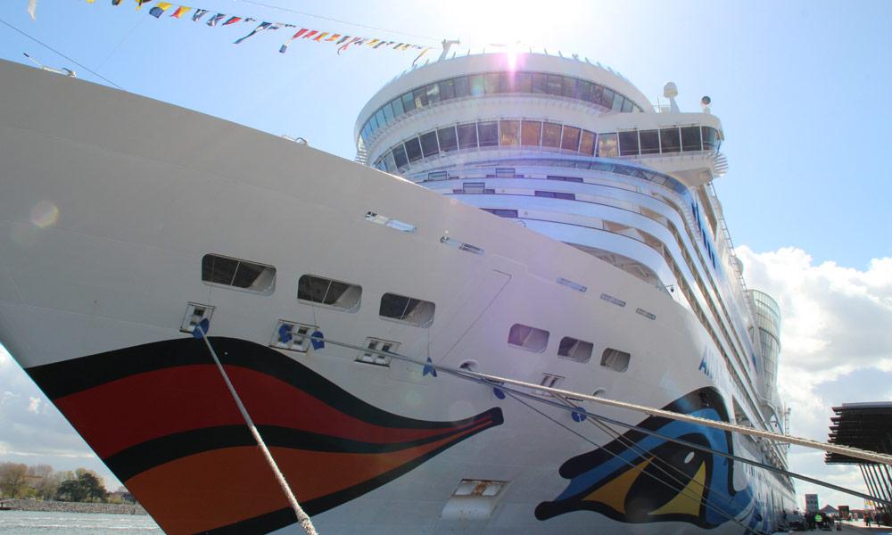 AIDAdiva am Cruise Center Warnemünde. Foto: Stina Worttmann