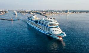 AIDAmar und AIDAbella in Warnemünde. Foto: AIDA Cruises