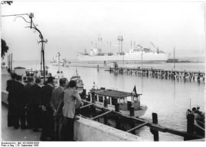 Alter Strom und Mittelmole Warnemünde im Jahre 1958. Foto: Allgemeiner Deutscher Nachrichtendienst, Bundesarchiv