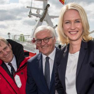 Bundespräsident Frank-Walter Steinmeier und Manuela Schwesig bei den Seenotrettern. Foto: DGzRS