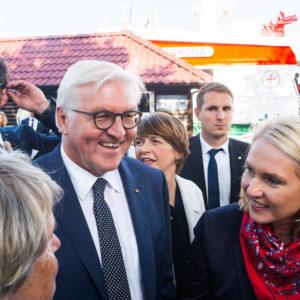 Bundespräsident Frank-Walter Steinmeier und Manuela Schwesig in Warnemünde. Foto: DGzRS