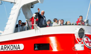 Bundespräsident Frank-Walter Steinmeier an Bord der Arkona in Warnemünde. Foto: DGzRS