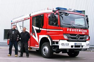 Jens Michael und Ralf Ehmke von der Freiwilligen Feuerwehr Warnemünde