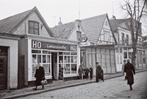 HO Lebensmittel, Alexandrinenstraße 48-49, Warnemünde 1956