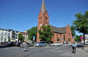 Kirchenplatz in Warnemünde. Foto: Joachim Kloock