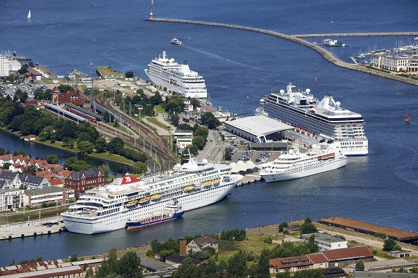 Kreuzfahrtschiffe in warnem nde for Hotels warnemunde und umgebung