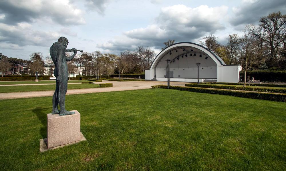 Freilichtbühne im Kurhausgarten Warnemünde. Foto: Jens Schröder