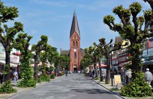 Mühlenstraße in Warnemünde mit Blick Richtung Kirchenplatz. Foto: Joachim Kloock