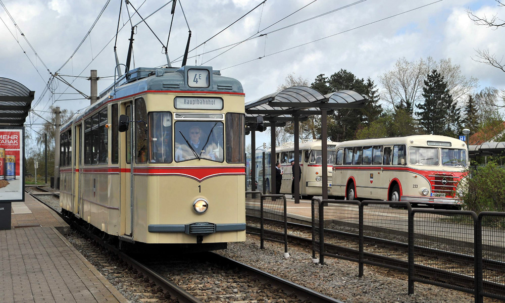 Traditionsstraßenbahn in Rostock. Foto: Joachim Kloock