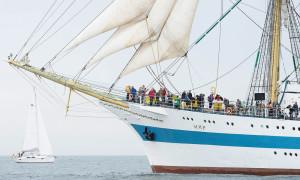 Das russische Vollschiff Mir vor Warnemünde. Foto: Hanse Sail/Lutz Zimmermann