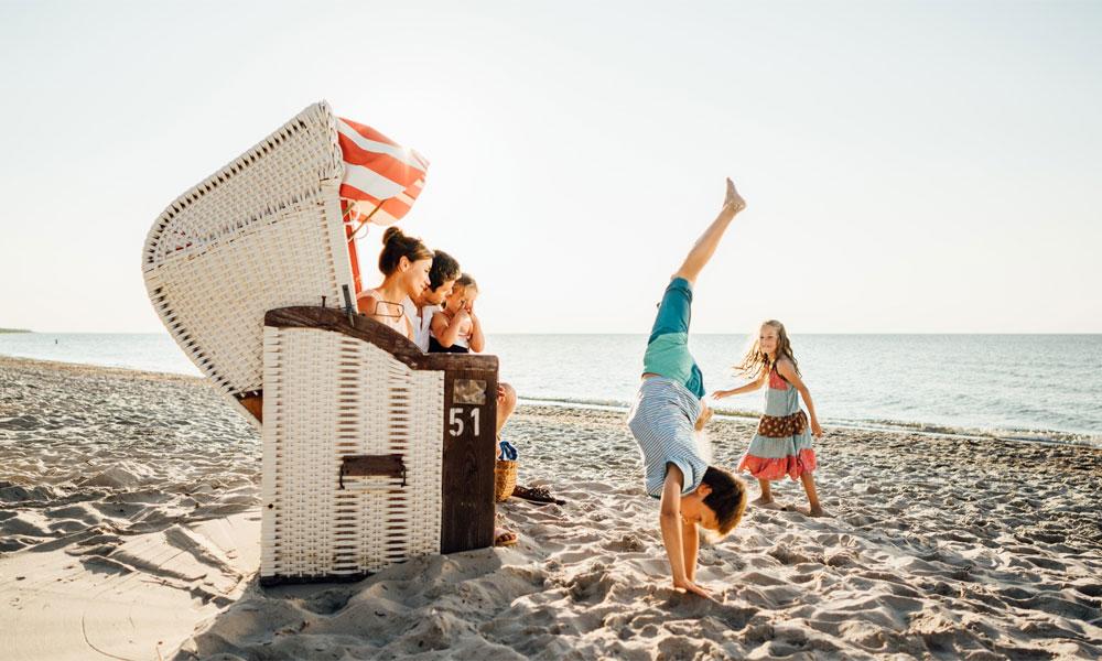 Familie im Strandkorb. Foto: TMV/Roth