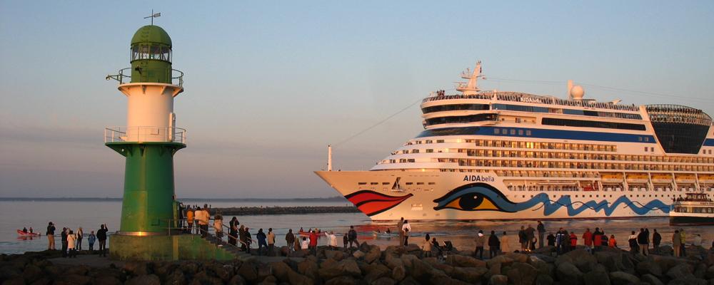 Warnemünde hat sich als attraktiver Kreuzfahrtstandort einen Namen gemacht und ist mittlerweile der beliebteste deutsche Ostsee-Kreuzfahrthafen. Finden Sie bei uns alle Termine, Schiffe und Kreuzfahrten ab Warnemünde.